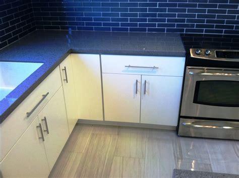 White Painted Slab Modern Kitchen Cabinets