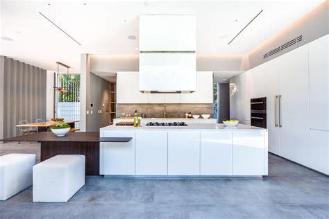grande cuisine moderne cuisine moderne blanche sans poignee maison d 39 architecte