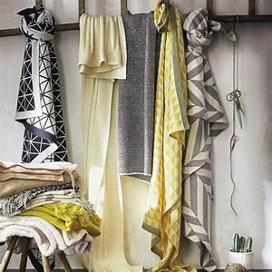 Plaid Jaune Et Gris : plusieurs plaid torsades gris noir et blanc et jaune ~ Teatrodelosmanantiales.com Idées de Décoration