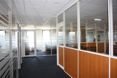 cloison aluminium bureau la cloison semi vitrée une fenêtre dans vos espaces de travail lyon rhône cloisor