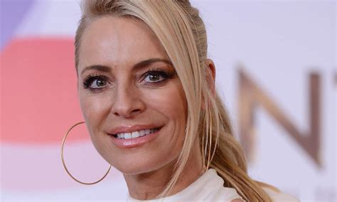 Tess Daly pampers I'm A Celebrity's Vernon Kay after ...
