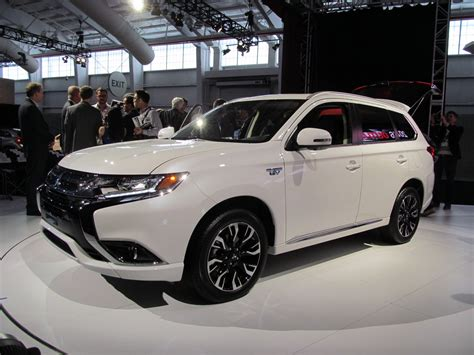mitsubishi outlander delayed    specs
