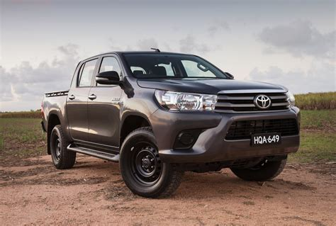 With a bold new look hilux stands out from the crowd. 2017 Toyota HiLux SR double-cab 4x4 review | Top10Cars
