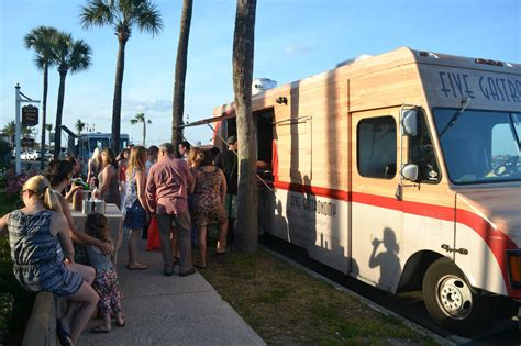 wedding reception ideas food trucks
