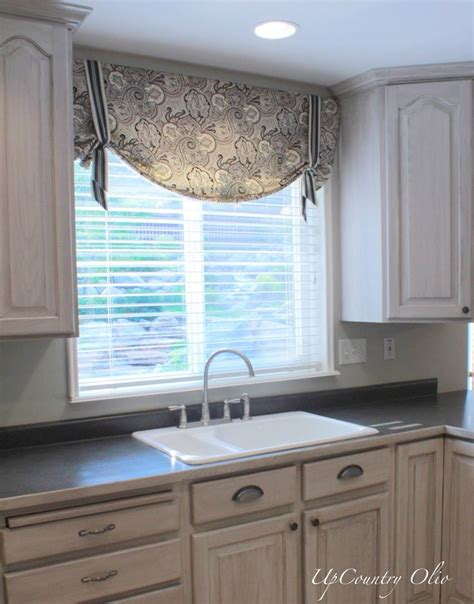 kitchen cabinet valance ideas 17 best ideas about valance window treatments on 5852
