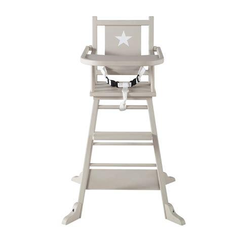 chaise haute en bois pour bébé chaise haute pour bébé en bois taupe pastel maisons du monde