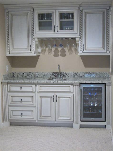 Basement Bar Sink by 1000 Ideas About Basement Kitchenette On