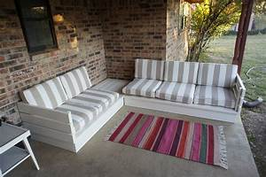 Diy pallet couch tips and tricks to make it more comfortable for Pallet sectional sofa plans