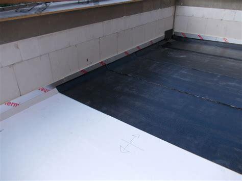 Dachpappe Verlegen So Wird Das Flachdach Wasserdicht by Dachpappe Verlegen Flachdach Dachpappe Verlegen So Wird