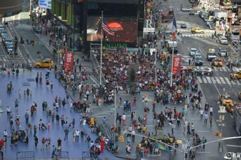 Times Square Live Hd Webcam Overlooking Father Duffy