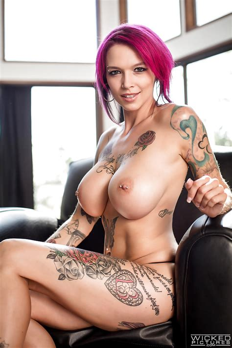 Tattooed Chick With Fantastic Curves Anna Bell Peaks