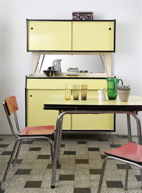 table de cuisine formica buffet et table de cuisine en formica jaune ées 1960
