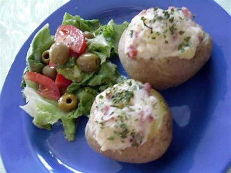 recette de pomme de terre farcie aux lardons et emmental