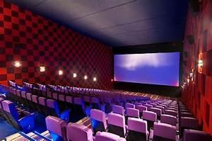 O tratamento acústico nas salas de cinema.