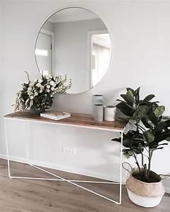 Erste Wohnung Einrichten : fantastischer gro er runder spiegel ber minimalistischem sideboard kinder zimmer flure ~ Orissabook.com Haus und Dekorationen