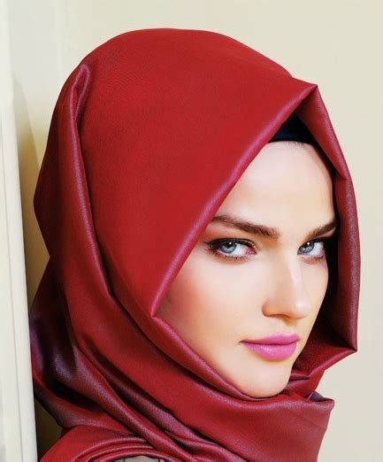 hijabis guide  choosing  perfect solid hijab