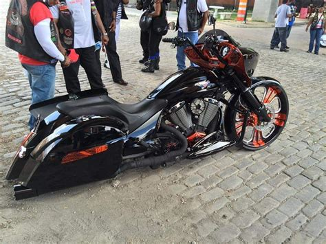 Harley Bikes, Victory Cross Country