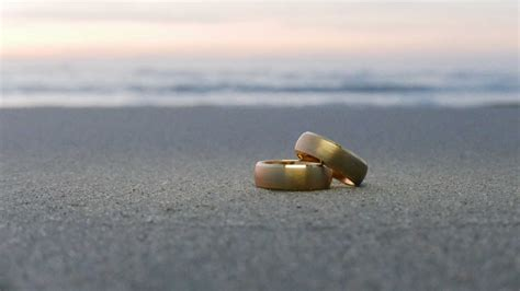 man recovers lost wedding ring from the ocean thanks to