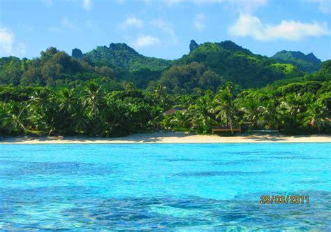 kitchen island with seating for 6 moana sands beachfront villas rarotonga cook islands
