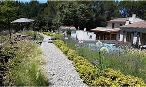 Massif Autour Piscine : jardin graphique surplombant une piscine relook e ~ Farleysfitness.com Idées de Décoration