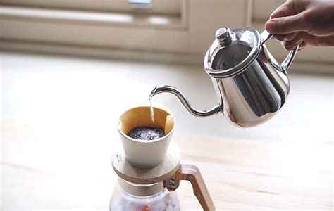 It is more and more popular, even in places where convenience supersedes taste. Takahiro Pourover Coffee Kettle Review - Kurasu