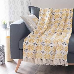 Canapé Jaune Maison Du Monde : jet en coton jaune gris 160 x 210 cm alcobaca maisons du monde ~ Teatrodelosmanantiales.com Idées de Décoration