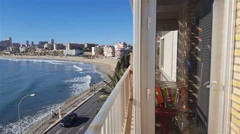 Magnifica zona, a pocos minutos de la playa todo exterior con dos terrazas, de 2 dormitorios, 1 baño, salón rota centro virgen del mar. Piso en alquiler en 1º linea de la playa Muchavista - YouTube