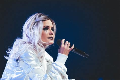 Concert Review Halsey At Talking Stick Resort Arena In