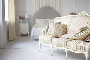 1001 regles d39or et photos utiles pour une chambre boudoir With affiche chambre bébé avec bouquet de roses blanches