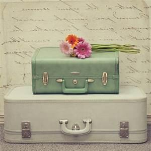 60 idees avec la valise vintage archzinefr for Chambre bébé design avec valise fleur