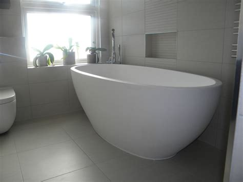 How To Fit A Bathtub In A Small Bathroom by Soaker Bathtubs Home Depot With Modern Oval