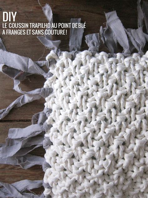 tricoter  coussin sans couture en trapilho modele tuto