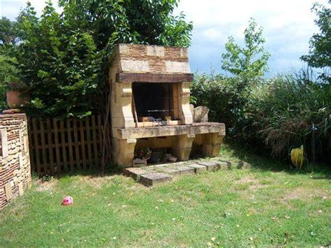 salle de bain cuisine barbecue et jardin maison du périgord