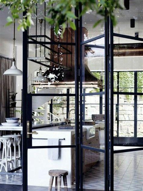 changer les portes de sa cuisine choisir une porte vitrée intérieure pour la maison