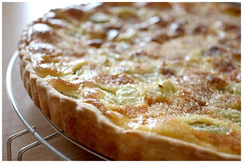 cuisiner de la rhubarbe la recette de la tarte à la rhubarbe gourmandiseries