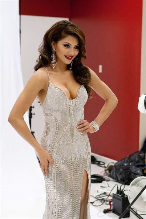 Hot Sizzling Photo S Of Urvashi Rautela Miss India