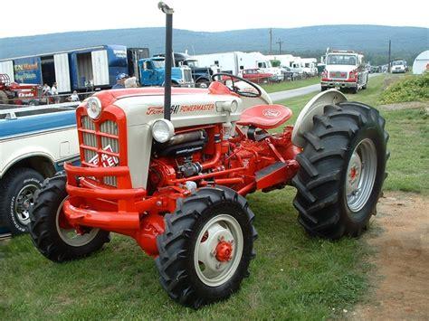 Ford 841 Powermaster    Tractors & Tractor Repairs