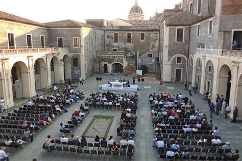 Cortile Platamone by Catania Al Palazzo Platamone I Tre Giorni Di Quot Buk