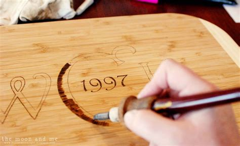 hometalk diy monogrammed cutting board wood burning tutorial