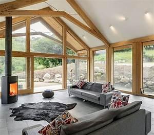 kaminofen kunstfell teppich granitfliesen und holzbalken With balkon teppich mit tapeten wohnzimmer landhaus