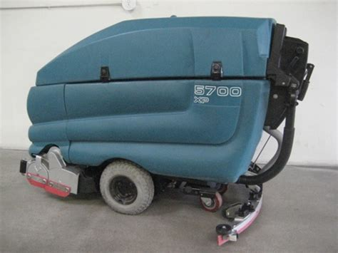 Tennant Floor Scrubber Service by Tennant 5700 Automatic Floor Scrubber