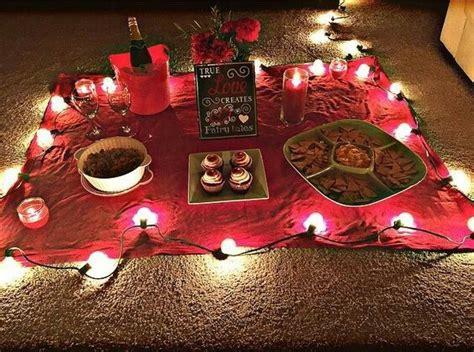 Even though i actually enjoy spending time with him… date nights had fallen through the cracks. Pinterest: @JessiiRuiz ¡Picnic en casa! | Cute date ideas ...