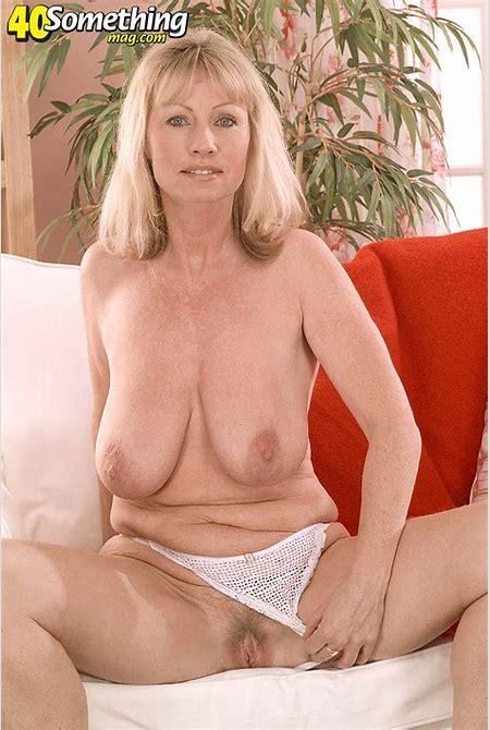 Pervert Mature Women gallery :: Jane gets nude
