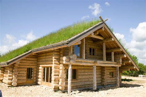 maison rondins de bois maison construction en bois homeandgarden