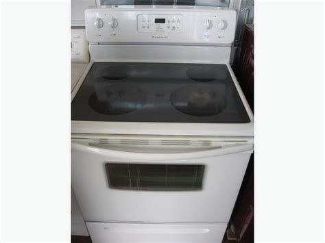 Very Clean Frigidaire Ceramic Top Self-cleaning Stove. Victoria City, Victoria Scrambled Eggs On Stove Propane Heating Stoves 3 Inch Double Wall Pipe Thermostat For Pellet Ceramic Wood Burning Wolf Six Burner Lg Over Microwave Harman Installation