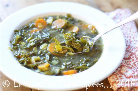 cuisiner le choux frisé soupe de chou frisé kale aux carottes et poireaux les