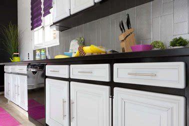 meuble de cuisine noir et blanc peinture pour meuble pour tout peindre sans poncer v33