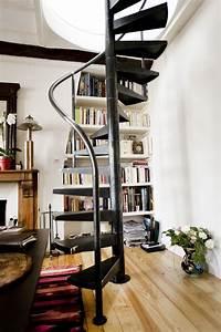 Escalier En Colimaçon : un petit escalier en colima on paris ehi escalier ~ Mglfilm.com Idées de Décoration