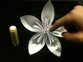 faire une fleur en origami fleur en papier astuce pliage en origami fleur
