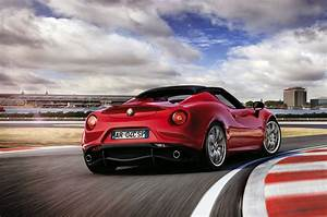 Alfa Romeo Spider : alfa romeo 4c spider makes european debut at geneva motor show motrface ~ Maxctalentgroup.com Avis de Voitures